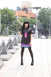 1. girl street shirt front