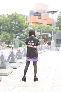 2. girl street shirt back