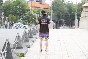 4. guy street shirt back